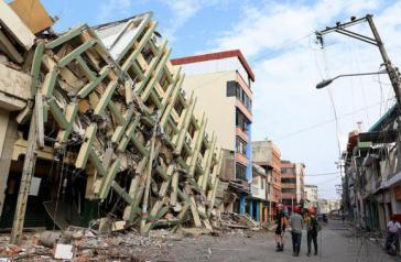 Beim Erdbeben zerstörte Gebäude in Portoviejo in der Provinz Manabí