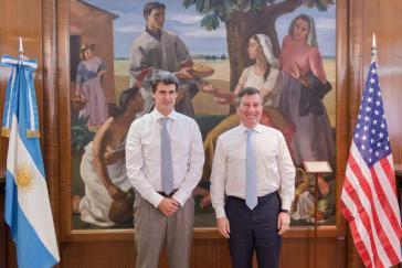 Minister Prat-Gay (links), hier mit dem US-Vizeaußenminister für Wirtschaft und Handel, Charles H. Rivkin
