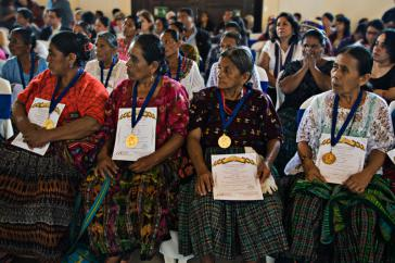 Die ausgezeichneten Q'eqchi' Frauen bei der Verleihung des Ordens