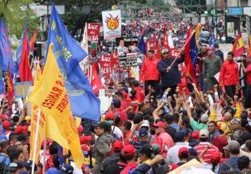 Präsident Maduro in Venezuela inmitten der Demonstranten
