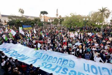Regierungsanhänger versammelten sich am Donnerstag vor dem Präsidentenpalast