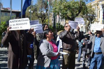 Proteste vor dem Regierungssitz in La Paz gegen die Ermordung Illanes' - und Forderung nach Dialog