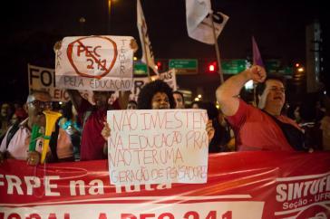 Die Proteste gegen Kürzungen im Bildungsbereich und die von der Regierung geplante Hauhaltsbremse für 20 Jahre reißen in Brasilien nicht ab