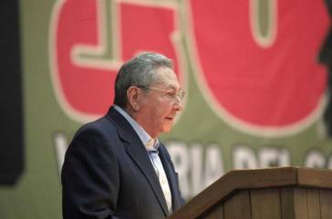 Raúl Castro bei seiner Rede zum Abschluss des 7. Parteitages der Kommunistischen Partei Kubas