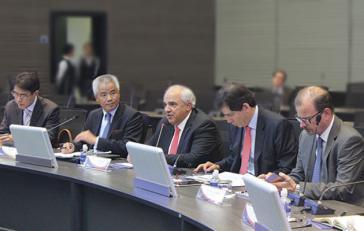 Pekings Sonderbeauftrager für Lateinamerika und die Karibik,Yin Hengmin (zweiter von links), rechts neben ihm Unasur-Generalsekretär Ernesto Samper