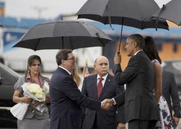 Kubas Außenminister Rodríguez begrüßt Obama am 20. März bei seiner Ankunft in Havanna
