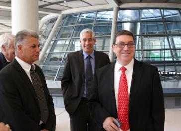 Delegation aus Kuba mit Außenminister Rodríguez (re.) auf der Fraktionsebene unter der Kuppel des Reichstags