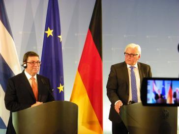 Rodríguez Parrilla (li.) und Steinmeier (re.) bei der Pressekonferenz im Auswärtigen Amt