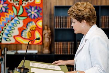 """""""Amtsenthebung wäre ein Angriff auf die Demokratie"""". Dilma Rousseff während ihrer Erklärung an die Bevölkerung"""
