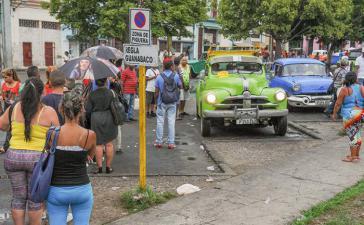 Haltestelle für Sammeltaxis in Havanna