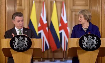 Präsident Santos und die britische Premierministerin Theresa May bei der Pressekonferenz in London