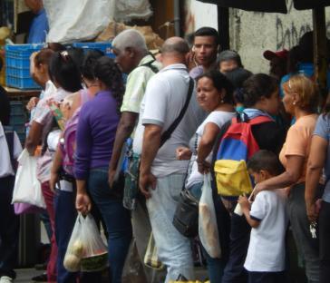 Anstehen für Grundbedarfsgüter gehört zum Alltag in Venezuela