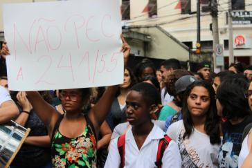Protest gegen dieVerfassungsreform PEC 55 in einer besetzten Schule in Tijuca