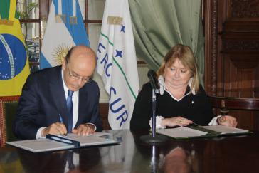 Diesmal gemeinsamen Austausch alle zwei Monate vereinbart: Außenminister José Serra und Amtskollegin Susana Malcorra