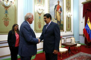 Lateinamerikaberater im US-Außenministerium, Thomas Shannon, beim venezolanischen Präsidenten, Nicolás Maduro. Ebenfalls anwesend war Außenministerin Delcy Rodríguez