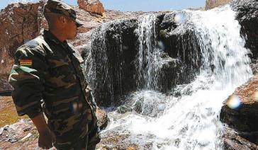An der Quelle des Grenzflusses in Bolivien