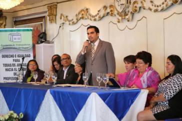 Vizearbeitsminister José Galviz bei der Gründungsveranstaltung von Sinutrhe
