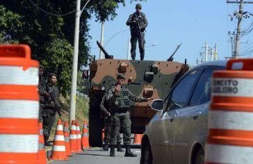 Soldaten bei einer Übung vor dem Olympiapark Deodoro, einem der Austragungsorte der Wettkämpfe