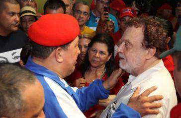 Theotonio dos Santos mit dem damaligen Präsidenten von Venezuela, Hugo Chávez (1954 ‒ 2013) im Präsidentschaftswahlkampf 2012