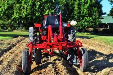 Der Kleintraktor Oggún wird künftig von der US-Firma Clever LLC in Kuba montiert