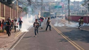 Tränengaseinsatz gegen die Demonstrierenden