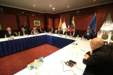 Auf Einladung des päpstlichen Nuntius in Argentinien kamen Vertreter der Regierung und des MUD am Montag in Venezuelas Haupstadt zusammen