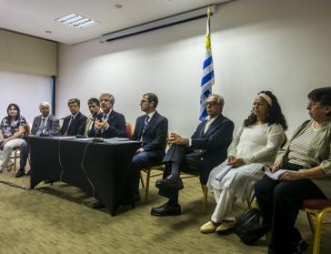 """Präsident Vázquez und Mitglieder der Kommission """"Wahrheit und Gerechtigkeit"""""""