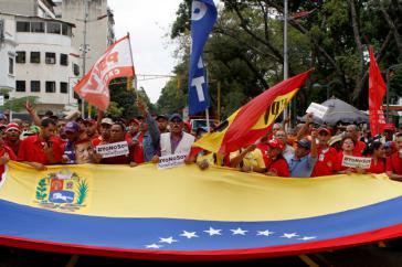 """Bürger protestieren gegen """"die widerrechtliche Inbesitznahme ihrer Identität"""" vor dem Sitz der Generalstaatsanwaltschaft  in Venezuela"""