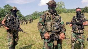 Die Einwohner klagen, dass die Paramilitärs sie überwachen, drangsalieren und Basisaktivisten töten
