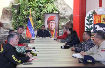 """Venezuelas Präsident Maduro mit dem """"Anti-Putsch-Kommando"""""""
