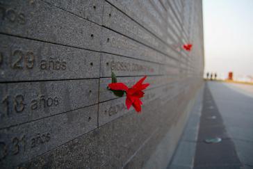 """""""Park der Erinnerung"""" in Buenos Aires, Argentinien, mit den Namen von Opfern der"""