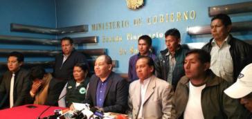 Vertragsparteien nach der Einigung über den Anbau von Koka in Bolivien