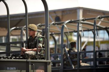 Soldat in Brasilien – De-facto-Regierung sucht neue Allianz mit den USA