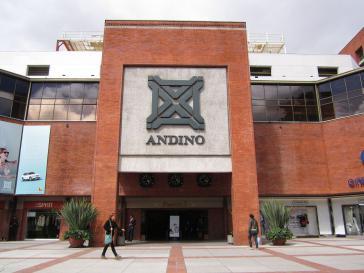 Eingang zum Einkaufszentrum Centro Andino in Bogotá, der Hauptstadt v. Kolumbien