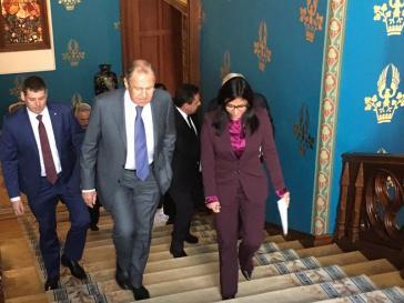 Venezuelas Außenministerin Rodríguez mit ihrem russischen Amtskollegen Lawrow auf dem Weg zu ihrem Arbeitstreffen am Montag in Moskau