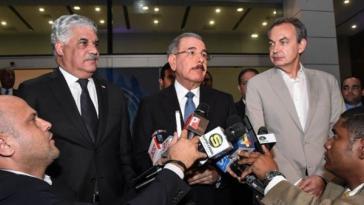 Der Präsident der Dominikanischen Republik, Danilo Medina, (mitte) gab als nächsten Termin für Gespräche den 27. September bekannt