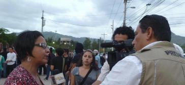 Die unabhängige Journalistin Dina Meza im Gespräch mit Medienvertretern