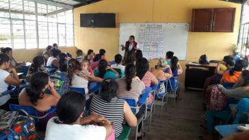 Mitarbeiter von Seted bieten Suchtpräventionskurse für Eltern in Santo Domingo an