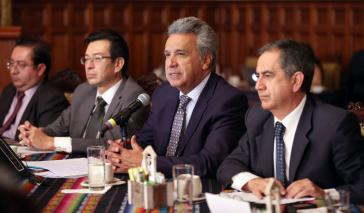 """Lenín Moreno im im Gespräch mit dem Netzwerk der Lehrkräfte für die Bildungsrevolution am 18. Juli. Ecuadors Präsident hat zum """"nationalen Dialog"""" aufgerufen."""