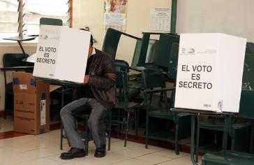 """""""Die Abstimmung ist geheim"""". Bei den Präsidentschafts- und Parlamentswahlen in Ecuador 2013"""