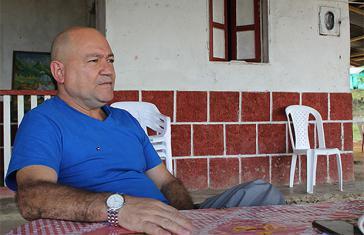 Carlos Lozada beim Interview mit Verdad Abierta