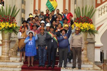 Boliviens Präsident Evo Morales mit Vertretern sozialer Bewegungen nach seinem Rechenschaftsbericht