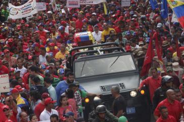 Zehntausende Chavistas begleiteten den Sarg Ojedas in Venezuela