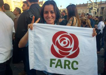 """Symbol der neuen Partei """"Fuerza Alternativa Revolucionaria del Común"""": eine rote Rose mit sternförmigem Stempel"""