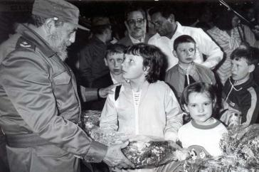 Fidel Castro begrüßt Kinder aus der Ukraine