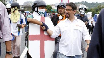 Guevara mit gewalttätigen Demonstranten im Mai dieses Jahres in Caracas