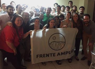 Delegierte der Frente Amplio in Chile diskutierten über einen Wahlaufruf für Alejandro Guillier in der für den 17. Dezember angesetzten Stichwahl