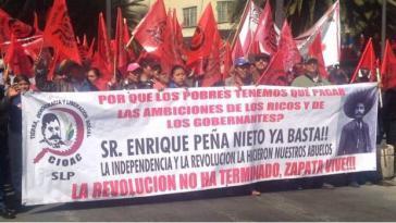 """Mitglieder der """"Frente Auténtico del Campo"""" bei einer Demonstration am 31. Januar 2017 in Mexiko-Stadt. """"Herr Peña Nieto, genug ist genug! Die Revolution ist noch nicht beendet!"""""""