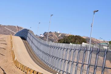 """Entlang weiter Teile der Grenze zwischen den USA und Mexiko wurde schon unter US-Präsident William """"Bill"""" Clinton (1993-2001) eine massive Befestigung errichtet"""