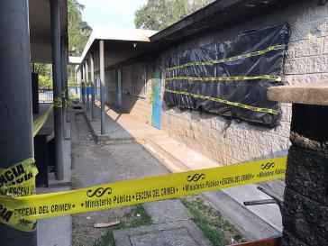 Ort der Katastrophe in Guatemala – die Brandspuren hinter der Polizeiabsperrung sind noch deutlich sichtbar